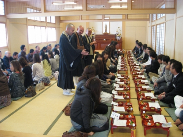 일본서 결혼중개를 해주는 사찰 모임 '길연회'의 모습. 사진출처=PRTIMES