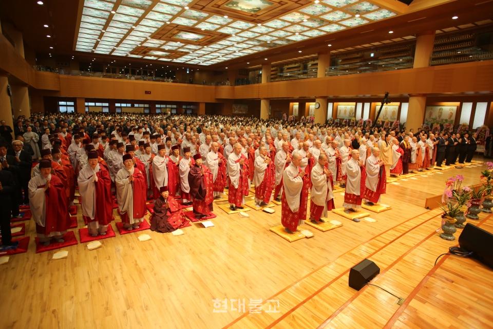 이날 법회에는 1만여명의 사부대중이 참석했다.
