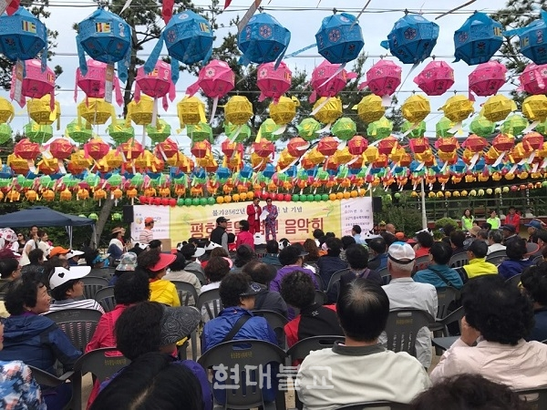 사단법인 위드아시아는 5월 22일 부처님오신날을 맞아 문수사 내 특설무대에서'평화통일 염원 음악회'를 개최했다.