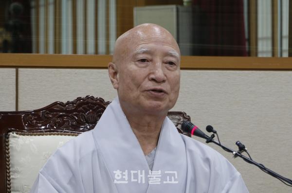 8월 16일 이전 사퇴하겠다고 밝혀온 설정 스님이 입장을 번복, 오는 12월 31일자로 사퇴하겠다는 입장을 전했다.