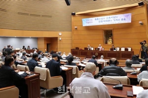 탄허강숙 2018 학술세미나에는 200여 명의 사부대중이 참석했다.