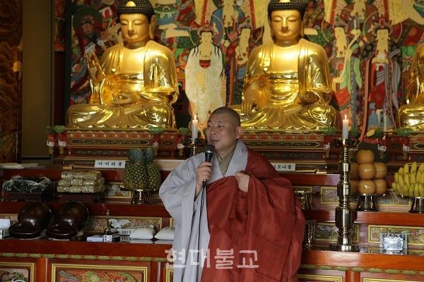 """혜원 스님은 """"금강경 마지막에 개대환희(皆大歡喜) 신수봉행(信受奉行)이라 했다. 부처님의 말씀을 지녀 행복을 얻길 바란다""""고 강조했다."""