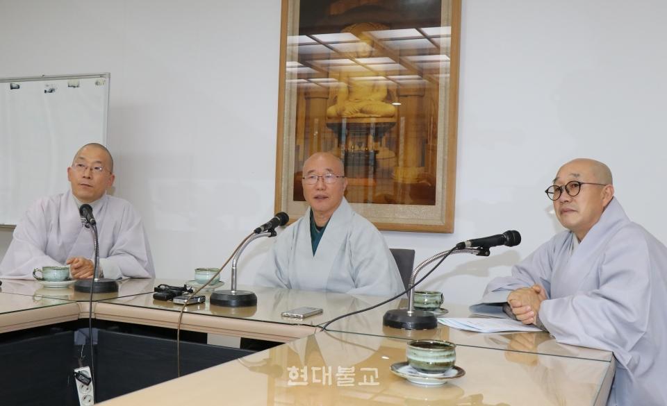 12월 4일 기자간담회에 참석한 불교문화재연구소장 제정·민추본부장 원택·총무원 사회부장 덕조 스님(사진 왼쪽부터).