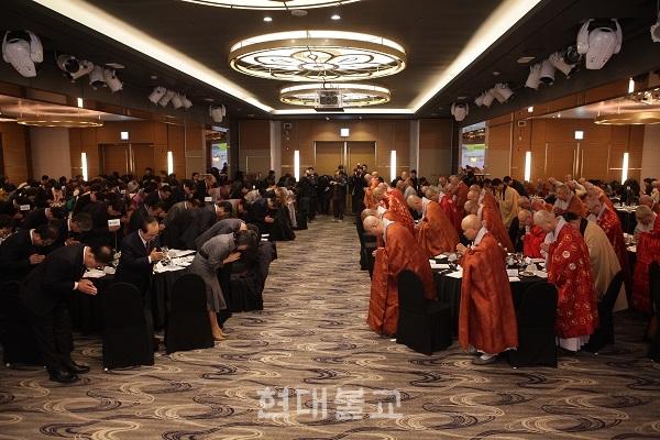 부산불교연합회는 1월 4일 부산 코모도호텔 그랜드볼룸에서 신년하례회를 개최했다.