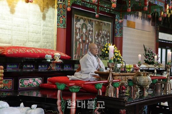 """방장 성파 스님은 회향 법문에서 """"마지막 까지 정진하라""""고 당부했다."""