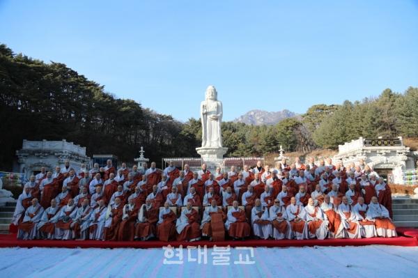 종정 진제 스님을 비롯해 종단 신년하례 및 대종사법계 품서식에 참석한 스님들.