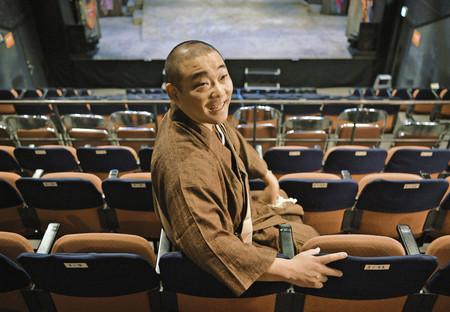 현재 시어터 그린 소극장의 지배인을 맡고 있는 분스이 스님. 사진출처=도쿄신문