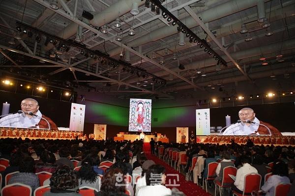 승보공양법회에는 승가 180여명과 재가자 2000여명이 동참했다.