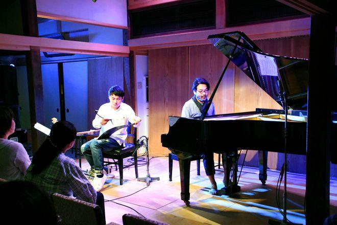 피아니스트 하야시 마사키가 지난해 5월 22일 린자이 사원에서 피아노 연주를 하는 모습. 사진출처=아사히신문