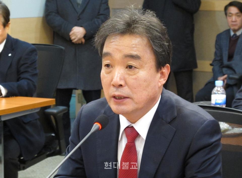 2월 8일 학교법인 동국대 이사회서 만장일치로 제19대 총장으로 선출된 윤성이 교수가 당선 소감을 밝히고 있다.