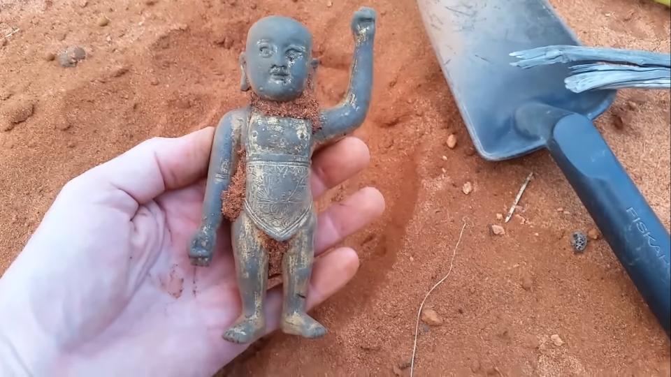 금동탄생불이 발굴된 모습. 사진출처=유튜브