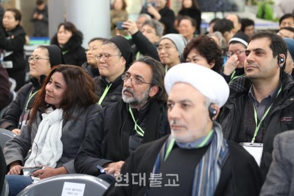 행사에는 세계 20개국 종교인들이 함께해 한반도를 비롯한 세계평화의 의미를 한껏 끌어올렸다.