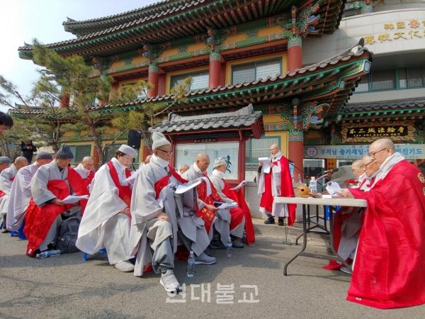 3월 14일 서울 사간동 태고종 총무원사 앞 이면도로에서 속개한 중앙종회 제136회 정기회서 총무원장 편백운 스님에 대한 불신임 동의안이 가결됐다.