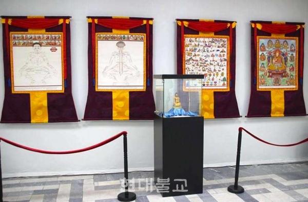 박물관에 공개된 의학 탕카들의 모습. 사진출처=글로벌 부디스트 도어
