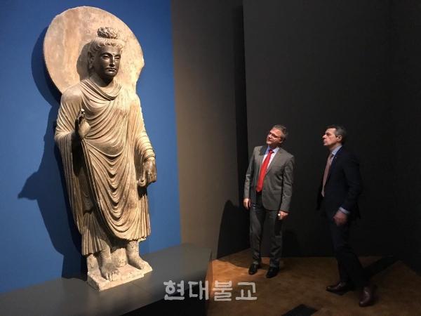리트베르그 박물관에 전시된 간다라 미술 최대급의 석조 불입상. 사진출처=리트베르그 박물관