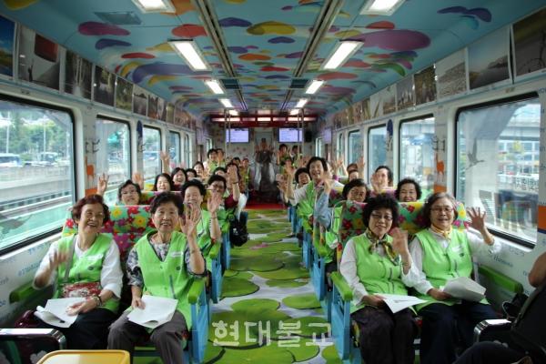 2017년 진행된 'DMZ열차 타고 통일로, 달려라 평화열차' 모습.