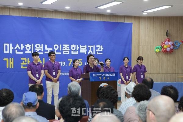 이은하 관장과 직원들의 모습