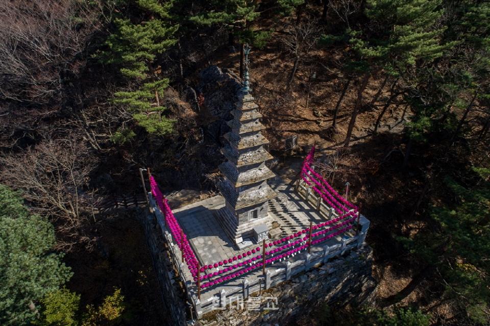 보물 제410호 정암사 수마노탑 원경. 정암사와 정선군을 중심으로 국보 승격이 추진되고 있다.