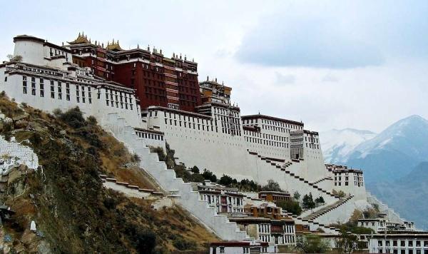 티베트불교를 대표하는 성지 포탈라궁전. 포탈라궁전을 비롯해 티베트 내 모든 사원과 관광지가 폐쇄됐다. 사진출처=부디스트도어
