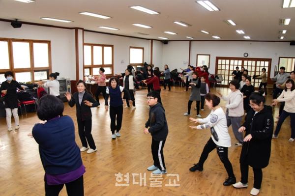 광주불교연합회는 올해 광주 봉축행사를 위한 전체 율동강습회 개최했다.