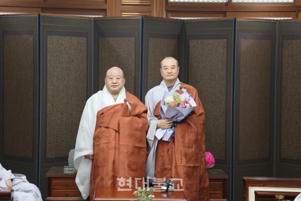 총무원장 원행 스님(사진 왼쪽)과 민추본 신임 사무총장 도성 스님.