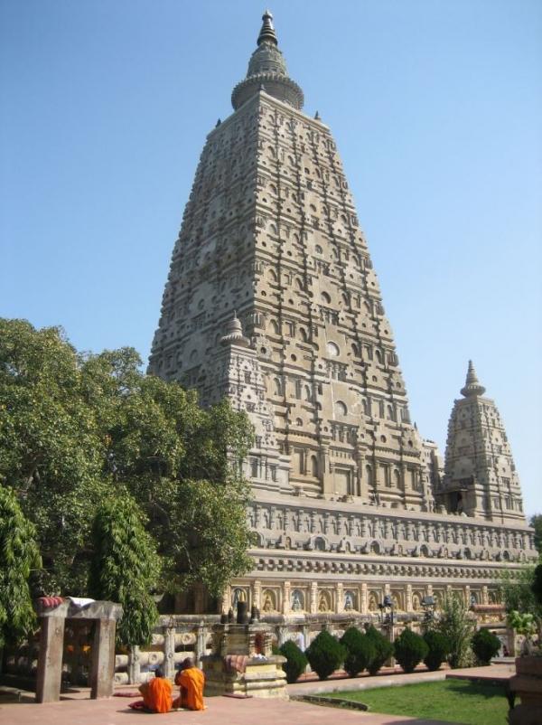 부처님의 성도성지 부다가야에 세워진 마하보디 사원과 보리수. 사진출처=위키피디아