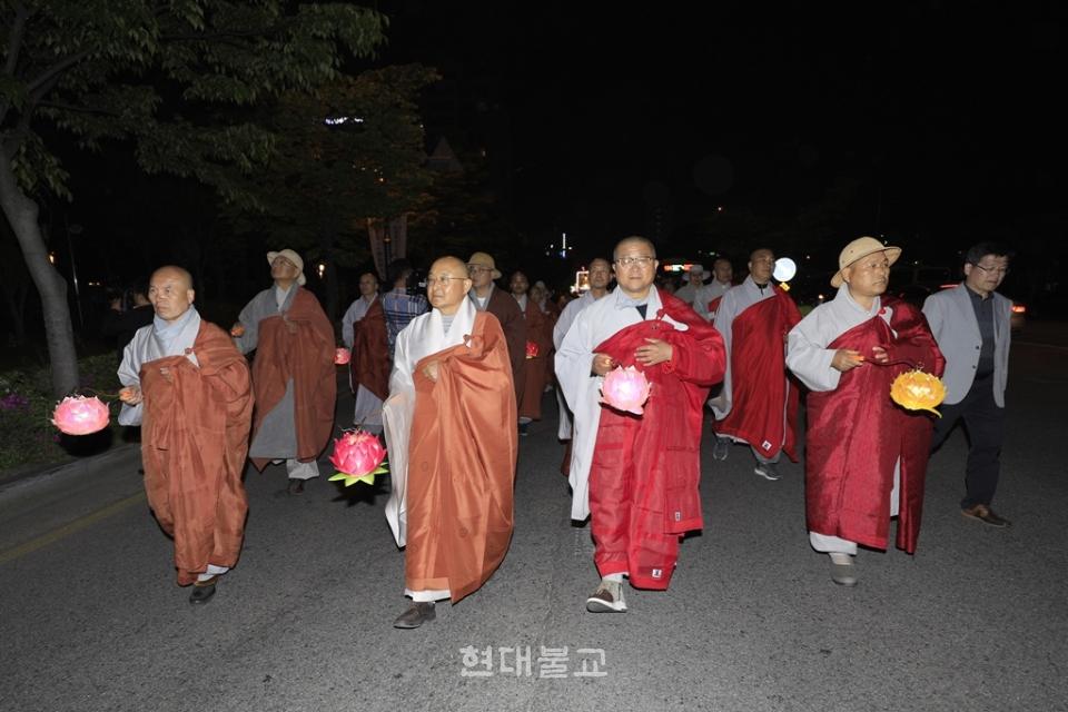 전북봉축위원회가 연등문화축제를 전격취소했다. 사진은 지난해 연등축제 모습
