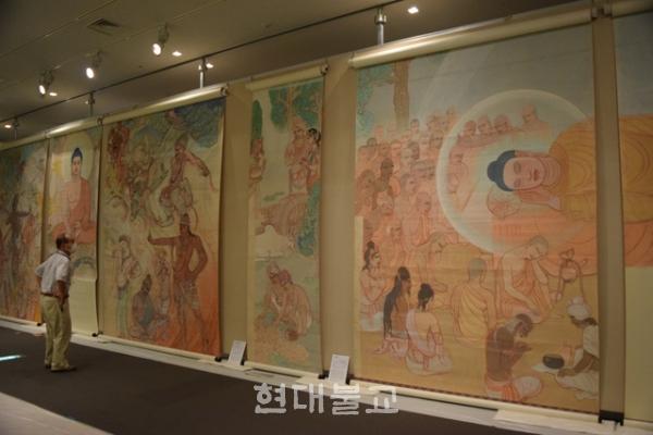 다카마츠 현립박물관에 전시중인 노우스의 작품들. 사진출처=아사히 신문