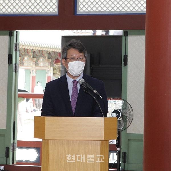 변성완 부산시장 권한대행이 축사를 하고있다.